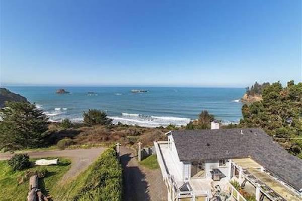Trinidad Retreats with ocean views